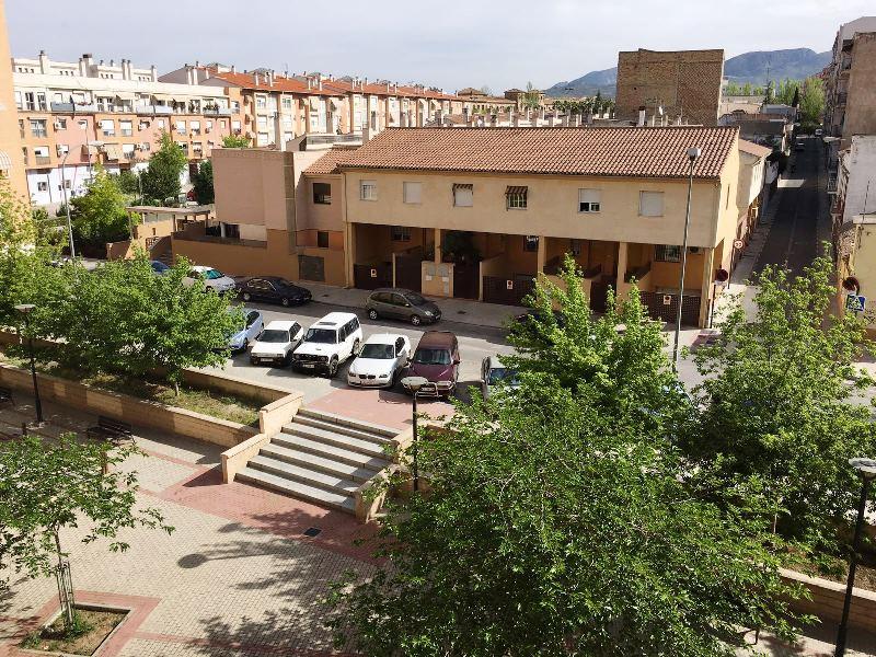 Estupendo piso junto Centro de Salud de la Chana con plaza de garaje
