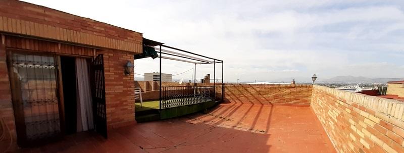 Apartamento-ático con terraza de 70m2 con vistas panorámicas