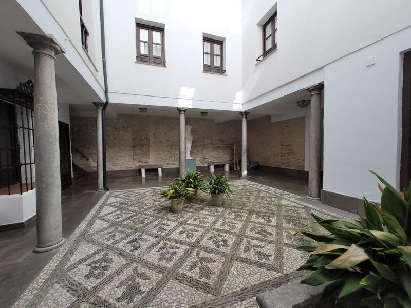 Amplio piso con balcón en Cuesta Gomérez